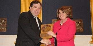 "Dr. Siobhan O'Halloran, HSE Nursing Services Director receives the award for ""Medical Product Prescribing from An Taoiseach, Mr. Brian Cowen, T.D."