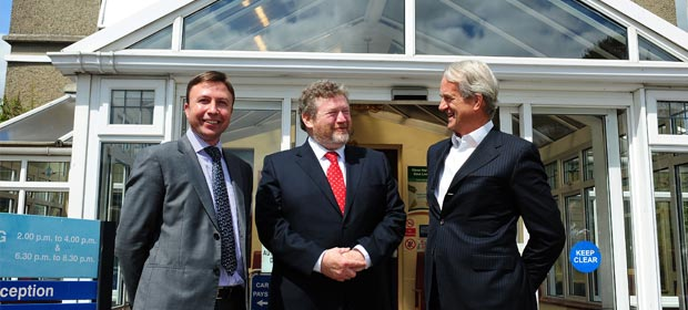 Cappagh Hospital CEO Gordon Dunne, Health Minister, Dr. James Reilly, TD. and Mr James Kilduff, Chairman, Cappagh Hospital Board at the opening of the new theatre complex.