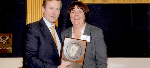 An Taoiseach , Enda Kenny, T.D. presenting the award to Julie Silke Daly